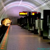 Train arrival: Cleveland Park stop on the Red Line, DC Metro, 2009